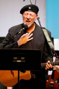 "Critically acclaimed songwriter and musician Richard Thompson performed with the Idyllwild Arts Academy Orchestra in the world premiere of ""Interviews With Ghost"" which consisted of three songs, ""Weak Signal,"" ""Forgive and Forget"" and ""I'll Take All My Sorrows to the Sea."" Thompson wrote all three.  Photo by Jenny Kirchner"