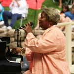Evans graces summer concert stage