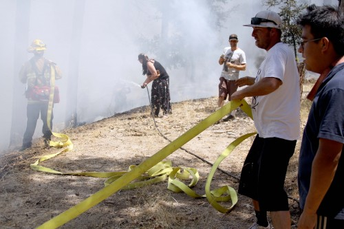 Neighbors help fight the Strong Fire in Idyllwild Monday afternoon. Photo by Jenny Kirchner