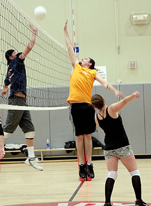 T.J. Titus (center) playing for Higher Grounds goes up against Silver Pines Tuesday night during Town Hall's Adult Coed Volleyball at Idyllwild School. Silver Pines beat Higher Grounds in the game, leaving Silver Pines at 3 wins and 1 loss and Higher Grounds at 0 wins, 4 losses.Photo by Jenny Kirchner