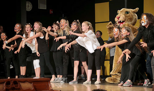 """Michelle Adler's fourth-grade class, along with Idyllwild School's mascot, Rocky, perform Katy Perry's, """"Roar,"""" during Friday's Blast to the Past fundraiser for the Associated Student Body. Photo by Jenny Kirchner"""