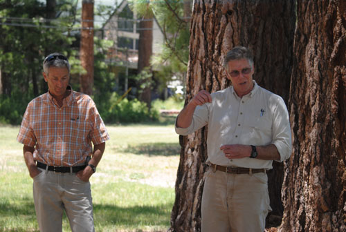 Kevin Turner (left, Goldspotted oak borer coordinator for the University of California Agricultural and Natural Resources in Riverside, and Tom Scott (right), also of UC Riverside, discuss the need to survey the Hill for the possibility of oak trees infested with the GSOB. At a kick-off luncheon Friday, May 30, at the Mountain Resource Center, they complimented the many local volunteers from the Idyllwild Garden Club and the Mountain Communities Fire Safe Council for their efforts. Photo by J.P. Crumrine