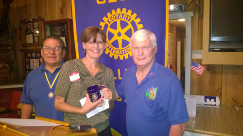 Idyllwild Rotary President Danny Richardson (right) and Program Chair Steve Espinosa (left) hand a speaker's coffee mug to Shanna Robb for speaking at the Rotary's May 28 meeting about her background and the Art Alliance of Idyllwild's June 21 event of the Middle Ridge Wine Release and Sizzling Summer Gallery Tour. Photo by Rick Foster