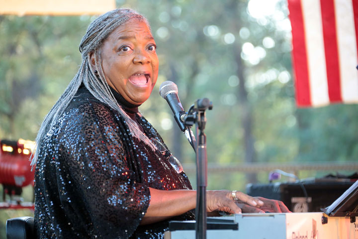 An Idyllwild favorite, Yve Evans sings at the Idyllwild Summer Concert Series. She drew a packed house with her soulful voice and humor. Photo by Jenny Kirchner