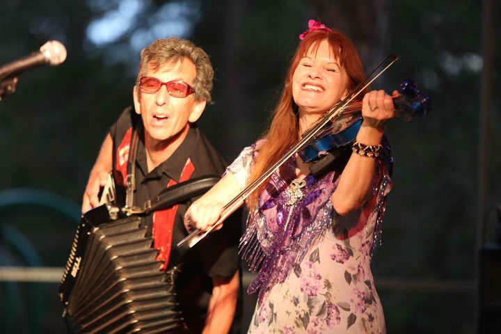 Lisa Haley (right) returned to Idyllwild with her Zydekats last Thursday for the final of the Idyllwild Summer Concert Series. The foot stompin' concert also featured David Fraser on accordion.           Photos by Cheryl Basye