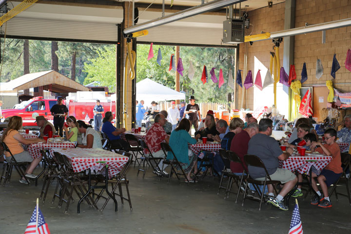 FIRE CO. BARBECUE: Many people enjoyed the Idyllwild Volunteer Fire Company's annual barbecue last Saturday afternoon.           Photo by Cheryl Basye