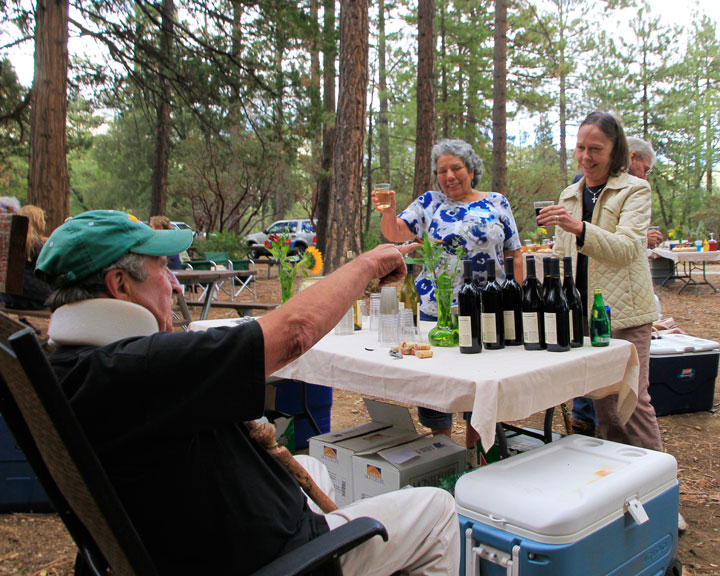 Mutual admiration flows between Gary Kuscher (left), president of the Art Alliance of Idyllwild, and volunteers Joy Woodman (center) and Tracy Maholland (right) at the AAI volunteer appreciation luncheon held at the Nature Center.      Photo by John Drake