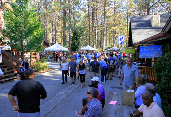 Many visitors to Idyllwild enjoyed the Art Alliance of Idyllwild's 17th-annual Art Walk and Wine Tasting event Saturday, Oct. 11.        Photo by John Drake