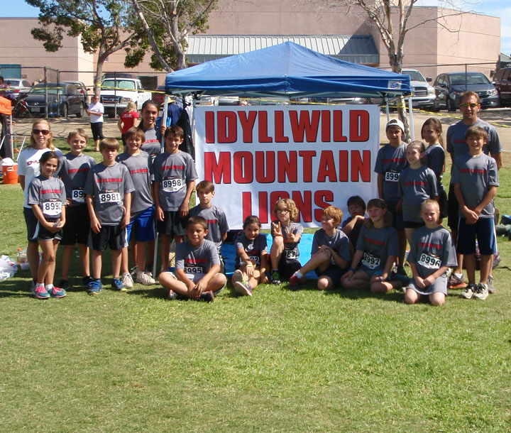 The Idyllwild Middle School cross country team competed in its first meet Oct. 6, at Vail Lake Middle School in Temecula. The team has been practicing since the beginning of the school year and everyone had a terrific first race of the season. Runners and coaches (from left) are Coach Misty Hitchcock, Hannah Johnson, Tobey Posey, Bryan Mayberry, Max Neu, Arriana Felix, Jeremiah Whitney, Christian Ramirez, Vinny Parrillo, Grace McKimson, Tim Mejia, Rene Hernandez, Jadon Meskimen, Matilda Terry, Kevin Posey, Emmi Norris, McKenzie Nunez, Breanna Sheppard, Max Neu and Coach Lee Arnson. The team banner was graciously donated by the Lumber Mill restaurant. Photo by Joe Neu