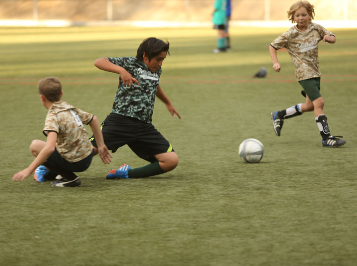 Above, the Suburban Sand Dragons play stellar defense against the Pacific Slope Avengers during last week's Town Hall Youth Soccer game. Photo by Cheryl Basye