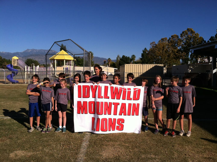 CROSS-COUNTRY: The Idyllwild Middle School Cross Country Team competed in the Hemacinto Championships at Dartmouth School last Thursday. This was their fourth meet of the season and they all put in record times. The Lumber Mill donated the banner and Gatorade and Idyllwild Heating donated water for the entire season. From left, Joey Neu, Grace McKimson, Vinny Parillo, Breanna Sheppard, McKenzie Nunez, Aaron Potter, Arriana Felix, Kevin Posey, Christian Ramirez, Jeremiah Whitney, Brian Mayberry, Milley Penny, Tobey Posey and Max Neu. Photo by Joe Neu