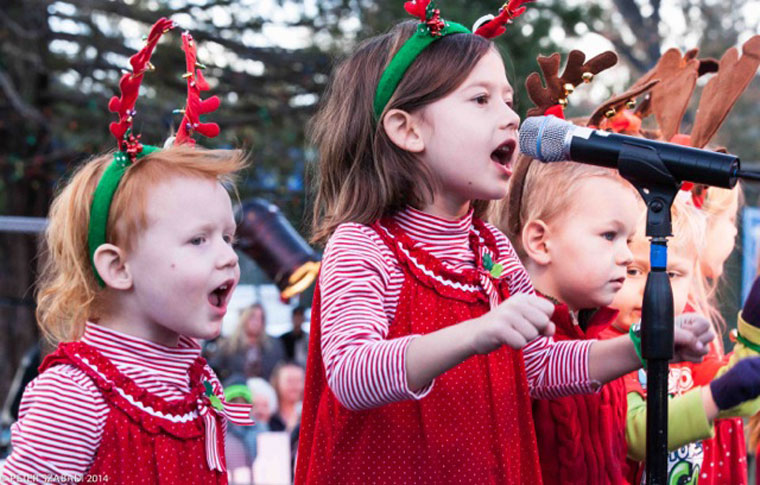 The Children's Choir enthusiastically belts out a carol at the Idyllwild Christmas Tree Lighting Ceremony Saturday night. Photo by Peter Szabadi