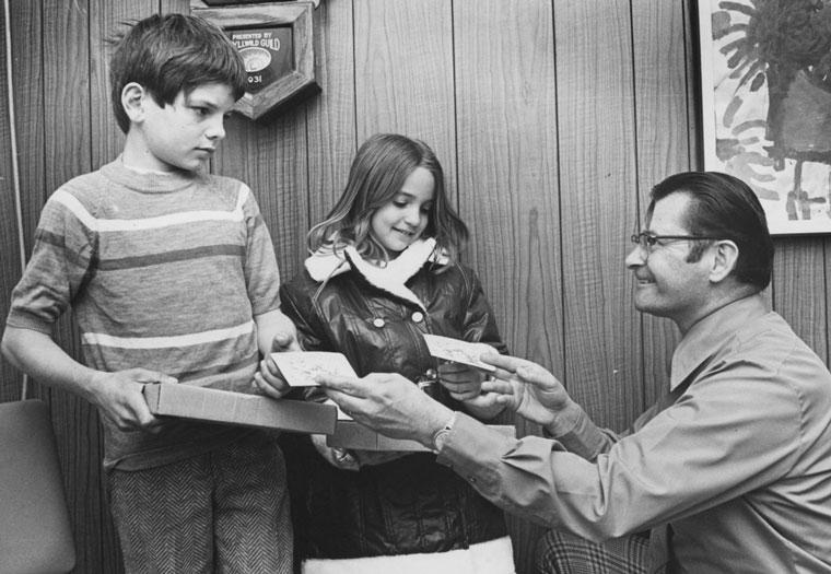 From left, Steve Smith, Teri Leih and Idyllwild School Principal Nels Carlson in February 1973. File photo/Norwood Hazard