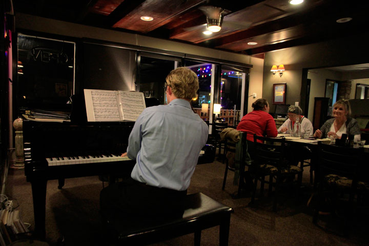 A TOUCH OF ROMANCE: Classical composer and pianist Michael Staff entertains diners at the Mile High Cafe on Friday night. Photo by John Drake