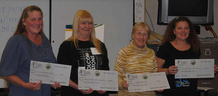 Idyllwild Youth Grantmakers awarded $3,500 last week to four local nonprofits. Above right, the 2015 Youth Grantmaker award recipients are Michelle Johnson, for the Idyllwild School Booster Club, Sandy Wampler, for the Friends of San Jacinto Mountain County Parks, Antje Banks, for the Idyllwild Garden Club, and Rachel Teeguarden, for the San Jacinto Mountain Community Center. Photos by J.P. Crumrine