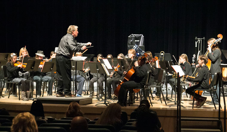 """The Idyllwild School Orchestra played a concert at Tahquitz High Saturday. Director Dwight """"Buzz"""" Holmes conducts the students.   Photo by Jenny Kirchner"""