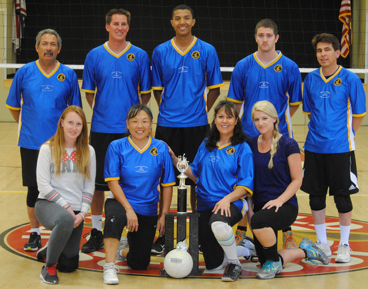 Idyllwild Garage defended its Town Hall Adult Volleyball Championship Saturday. The 2015 champions have five consecutive championships. Members of the team are (front, from left) Kassie Ray, Janey Espinoza, Maria Loutzenhiser and Lindsay Pohl. Standing in the second row are (from left) Art Torrez, Kyle Owen, Marcus Patterson, Corey Sumrall and Fred Espinoza. Not photographed was Kirsten Torrez. Photo by J.P. Crumrine