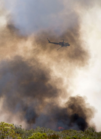 Monday afternoon air attack on Anza Fire. Photo by Jenny Kirchner