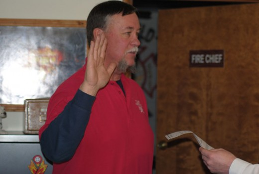 Larry Donahoo (left) is sworn into office for his second term as an Idyllwild Fire Protection District commissioner. Jerry Buchanan (below) begins his third term as president of the Idyllwild Fire Protection District Commission. Rhonda Andrewson (below left) is the Idyllwild Fire Protection District Commission new vice president. Photos by JP Crumrine