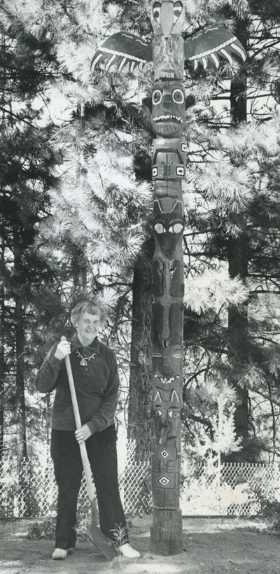 Helen Nelson and her totem pole with a Finnish flavor in October 1973.File photo