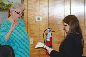 Becky Smith (right), Pine Cove Water District secretary, administers the oath of office to Director Diana Eskew, who was elected to a full four-year term in August.