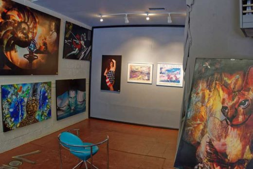 Max Lightbender displayed original works by LeRoy Neiman at his gallery from July 1 to 4.Photo by Tom Kluzak