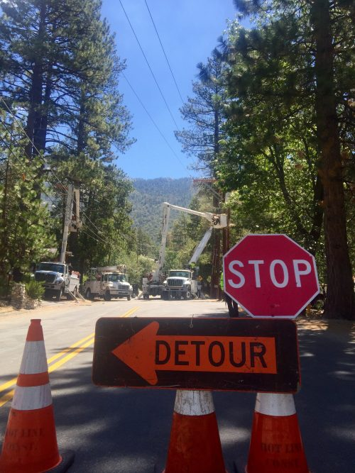 While Southern California Edison crews were working on power lines on S. Circle, a much large outage affected the entire Hill and neighborhoods in San Jacinto and Hemet. Photo by Jenny Kirchner