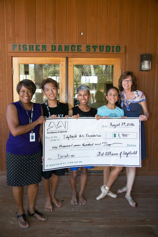 From left, Idyllwild Arts President and Headmaster Pamela Jordan, along h with students Narushi Fukuda, Emilio Wettlaufer and Emilia Martinez, accept a check from Art Alliance of Idyllwild President Shanna Robb totaling $1,900 that will support two programs. Four hundred dollars goes to the Baby Dance Program and $1,500 for tuition assistance for an Idyllwild student attending Idyllwild Arts Academy.Photo by Jenny Kirchner