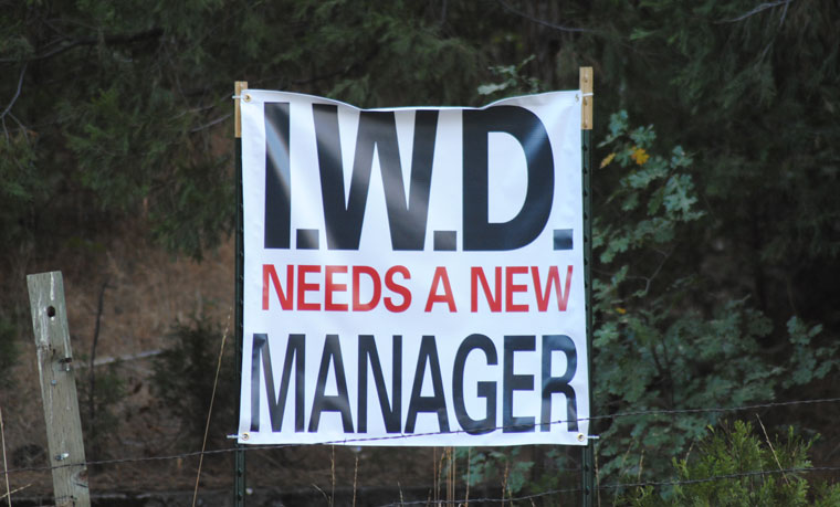 Opposition toward the current Idyllwild Water District board has expanded to include General Manager Tom Lynch. This sign appeared over the Labor Day weekend. Photo by JP Crumrine