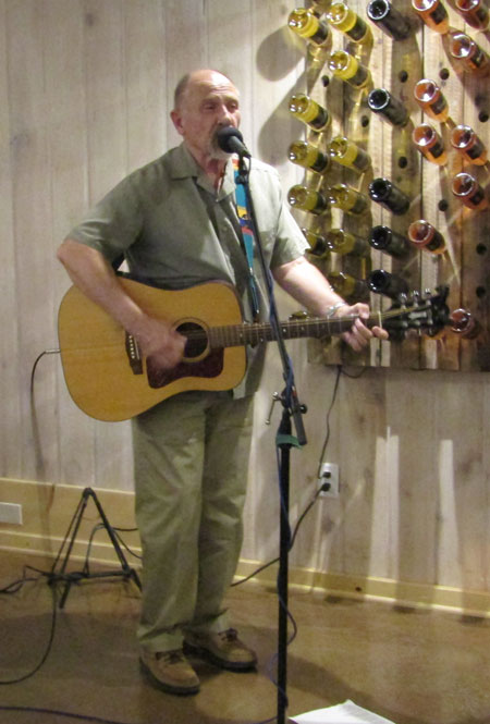 On Friday, Pete Olson entertained at Middle Ridge Winery Tasting Gallery. Photo by Amy Righetti